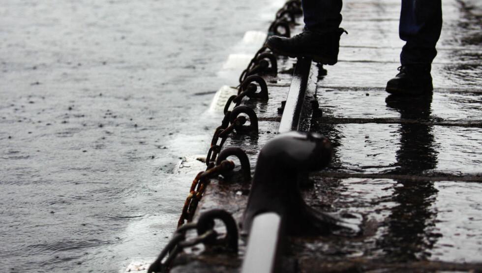 NÆRE PÅ: Ifølge prognosene går Bryggen i Bergen (bildet) klar av å bli oversvømt denne gangen. Men det er nære på; bare 5 centimeters vannivå skiller. Foto: Marit Hommedal / NTB Scanpix