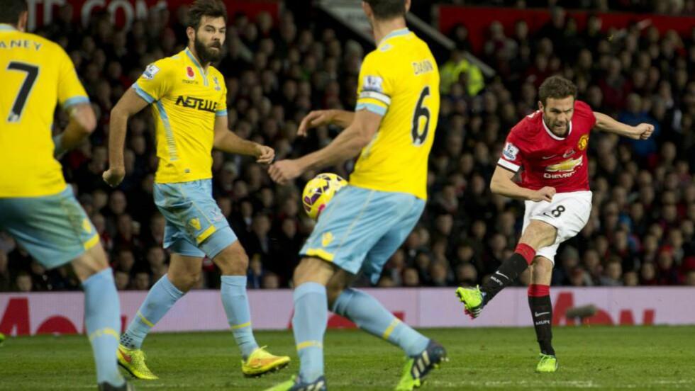 MATCHVINNER: Juan Mata brukte kort tid fra å komme av benken til å sende Manchester United i ledelsen. Foto: AFP PHOTO / OLI SCARFF