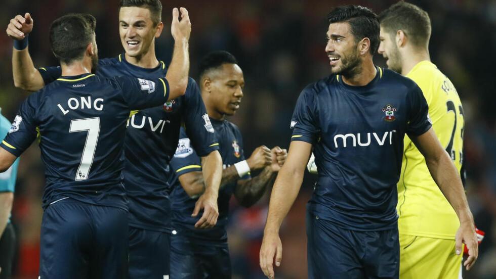 TOMÅLSSCORER: Shane Long scoret to mål da Southampton slo Leicester i kveld. Foto: AP Photo/Kirsty Wigglesworth