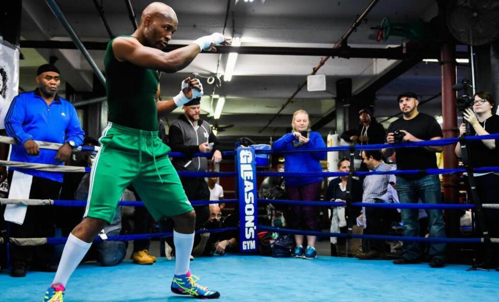 NY TITTELKAMP: Bernard Hopkins bokset sin første proffkamp for 26 år siden. I natt bokser han sin kamp nummer 66.Foto: Alex Goodlett/Getty Images/AFP / NTB Scanpix