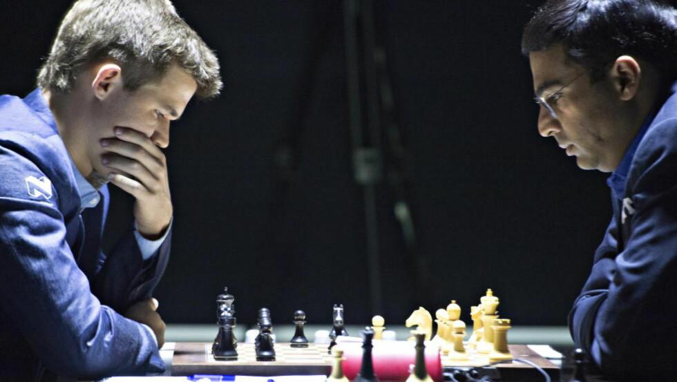DOMINERTE: Etter en tøff start, tok Magnus Carlsen over initiativet i åpningspartiet mot Vishy Anand. Foto: Hans Arne Vedlog / Dagbladet