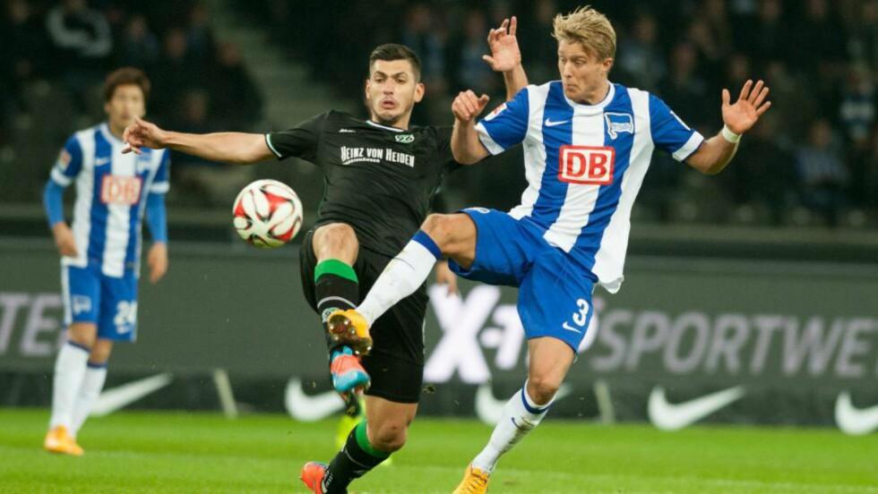 TAPTE:  Per Ciljan Skjelbred spilte samtlige minutter i 0-2-tapet mot Hannover fredag. Foto: EPA / OLIVER MEHLIS / NTB Scanpix