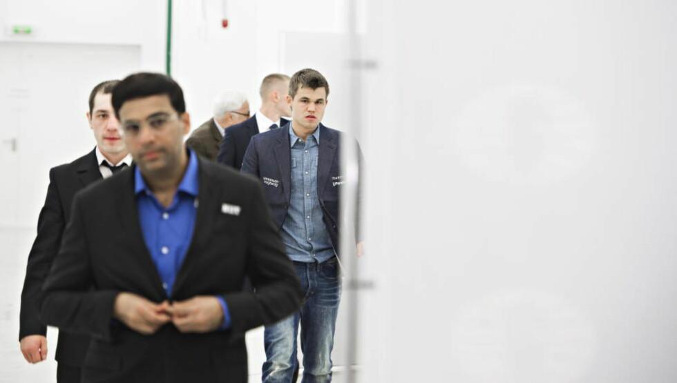 STORT OVERTAK: Søndag kveld kunne Magnus Carlsen konstatere at han hadde fått gjennombruddet allerede i parti nummer to av VM-kampen mot Vishy Anand. Foto Hans Arne Vedlog  /  Dagbladet