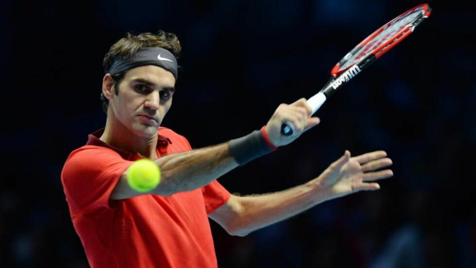 JAKTER TITTEL: Roger Federer startet med å slå Milos Raonic ATP-sluttspillet i London. Foto: EPA/FACUNDO ARRIZABALAGA
