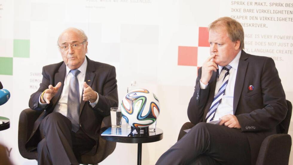 QATAR: Tyske Der Spiegel hevder at FIFA-president skal ha sagt under en middag med Norges Fotballforbund 13. oktober at fotball-VM i Qatar ikke vil finne sted. Her fra Nobels Fredssenter med fotballpresident Yngve Hallén. Foto: Torstein Bøe / NTB scanpix