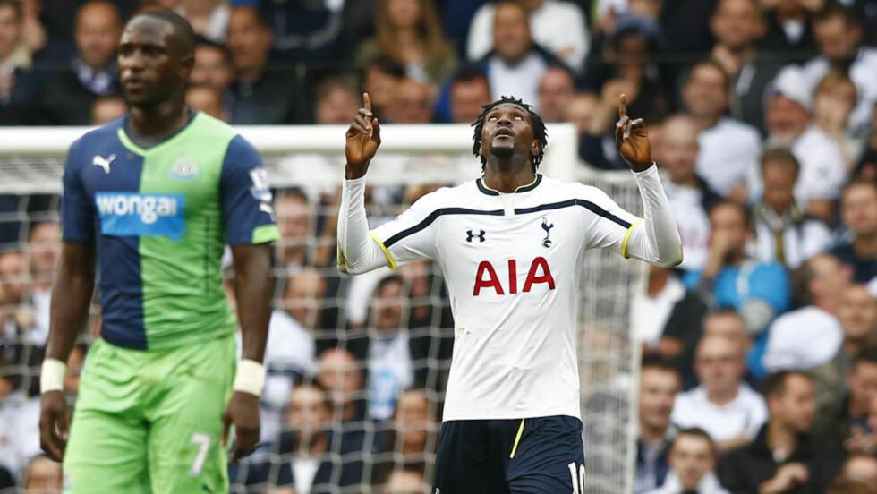 UVELKOMNE: Tottenhams Emmanuel Adebayor hevder både han og resten av Tottenham-spillerne ikke lenger føler seg velkomne på White Hart Lane. Her feirer han scoring i hjemmekampen mot Newcastle, som Tottenham til slutt tapte 2-1. Foto: REUTERS/Andrew Winning.