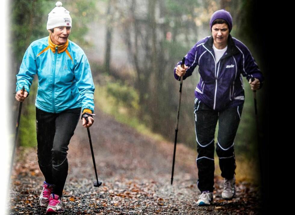 SPREKE DAMER:   En regnfull høstdag stopper  ikke Liv Steffenrud (79, t.v.)  og Rita Tørnby (60) fra å  trene intervaller i bakkene. Fysisk aktivitet, sosialt  nettverk og livskvalitet gir  flere år med god helse. Foto: Thomas Rasmus Skaug