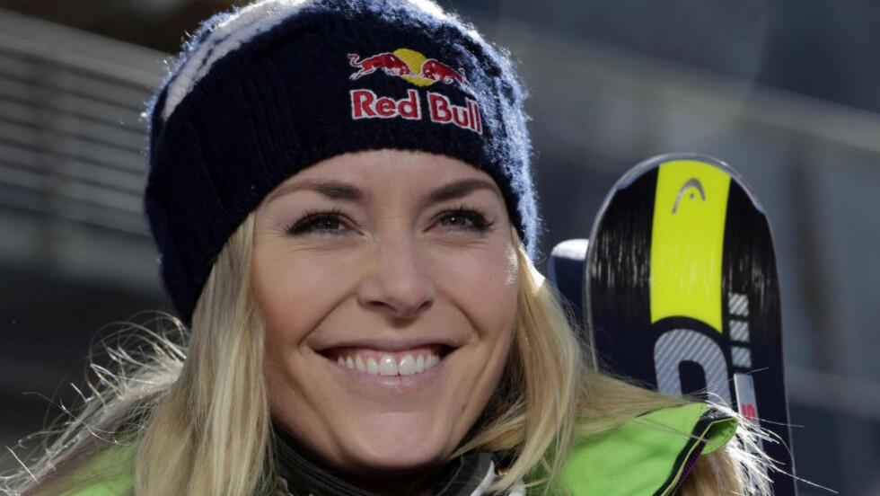 FORAN SKJEMA: Lindsey Vonn sier hun kan komme til å satse mer på storslalåm til vinteren enn hva hun hadde tenkt. Det kommer av at hun er helt smertefri. Foto: AP Photo/Matthias Schrader