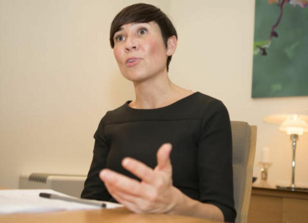 UKLARE SVAR: Stortingets kontroll- og konstitusjonskomite er ikke fornøyd med svarene de har fått fra forsvarsminister Ine Eriksen Søreide (H). Foto: Torstein Bøe / NTB scanpix