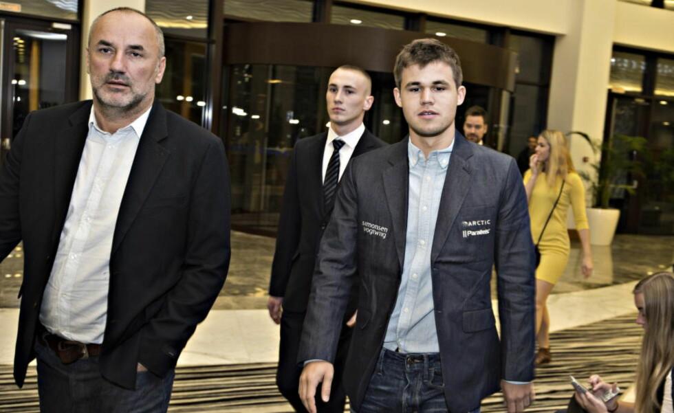 SPENT MANAGER: Espen Agdestein forteller om en spent stemning innad i «Team Carlsen» før det tredje VM-partiet. Foto Hans Arne Vedlog  / Dagbladet