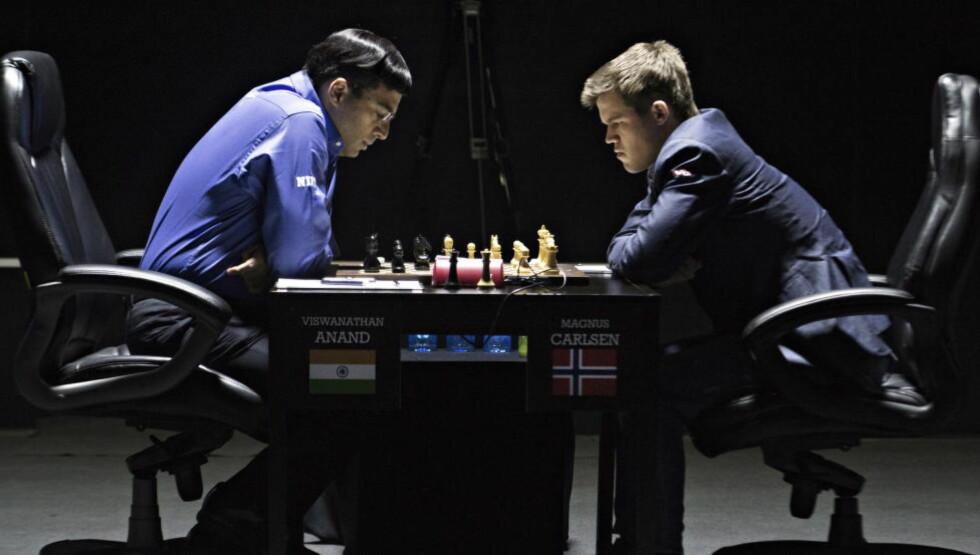 PÅ ETTERSKUDD: Magnus Carlsen har fått en drømmestart på sjakk-VM mot Vishy Anand. Anand trenger minst én seier for å snu kampen. Foto Hans Arne Vedlog / Dagbladet