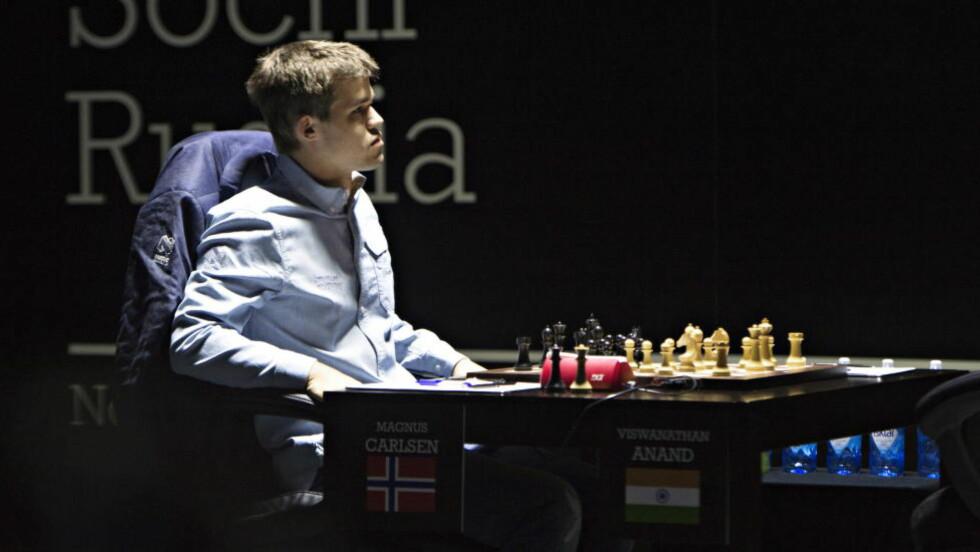 DAG 3: Magnus Carlsen havnet tidlig på defensiven i VM-kampens tredje parti. Foto Hans Arne Vedlog  / Dagbladet