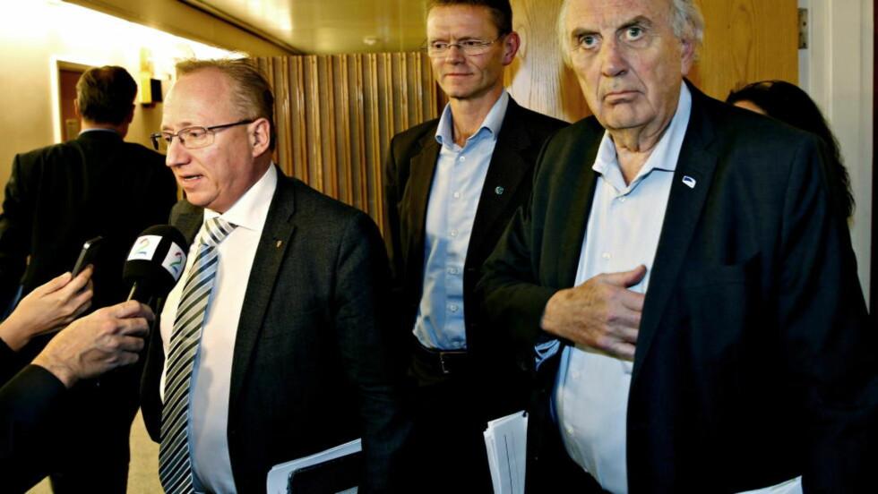 LØFTER FORHANDLINGENE: Budsjettforhandlinger søndag kveld. Fra venstre  Gjermund Hagesæther (Frp), Terje Breivik (V) Svein Flåten (H)    Foto: Jacques Hvistendahl / Dagbladet