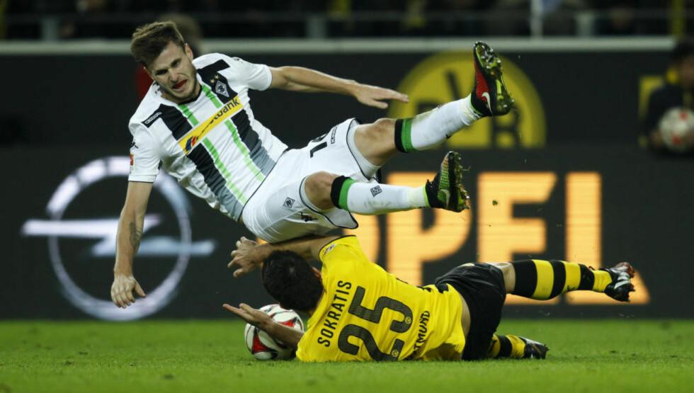 I DUELL:  Håvard Nordtveit og Dortmund-spiller Sokratis. Foto: NTB SCANPIX