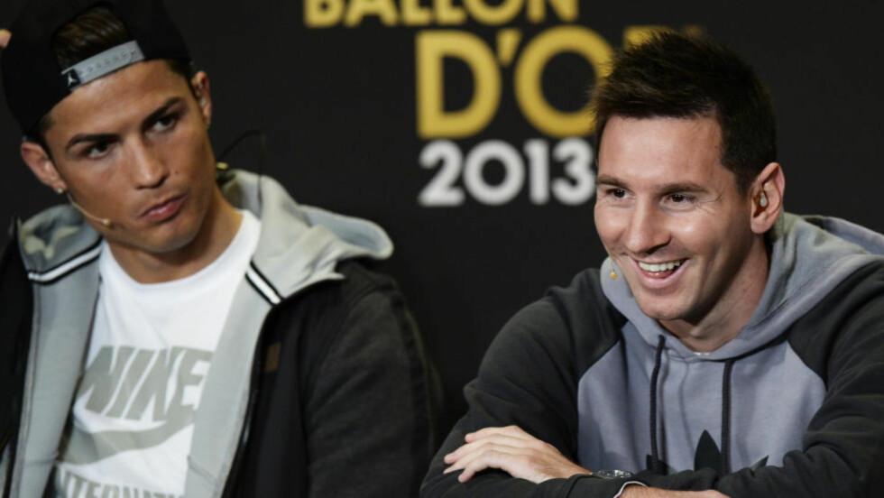 ERKERIVALER: Cristiano Ronaldo og Lionel Messi kjemper om de samme individuelle prisene og klubbtroféene. For hver sin spanske storklubb. De siste årene er de ofte sammen på Ballon D'Or-utdelingen, der det ser ut som de har et høflig forhold. Det skal angivelig være spill for galleriet. Foto: AP Photo/Keystone, Steffen Schmidt.