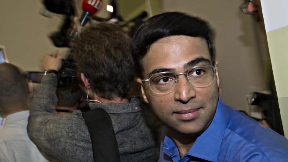 OVERRASKET: Vishy Anand var som vanlig behersket etter seieren mot Magnus Carlsen i går. Foto Hans Arne Vedlog  / Dagbladet