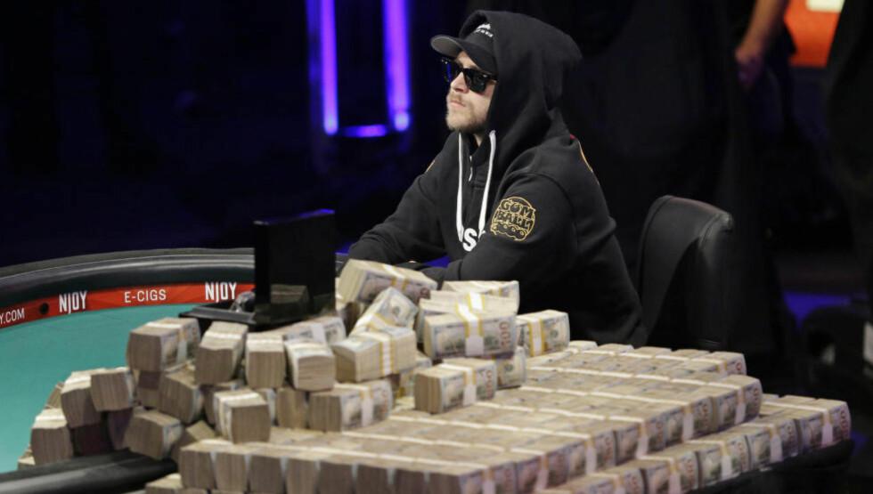 PENGER PÅ SPILL: Det var en solid bunke penger på spill da Felix Stephensen spilte poker-VM i Las Vegas. Foto: AP / NTB Scanpix
