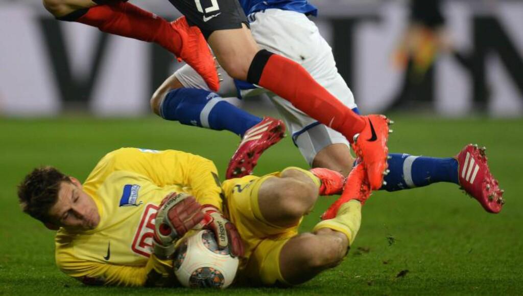 RYDDER OPP:  Rune Almenning Jarstein i aksjon mot Schalke 04 tidligere i år. Foto: NTB scanpix