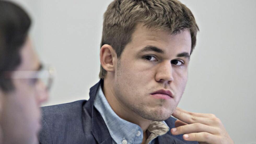 SKUFFET:  Magnus Carlsen var ikke fornøyd med remis i parti fire mot Vishy Anand. Stillingen er 2-2. Foto Hans Arne Vedlog  / Dagbladet