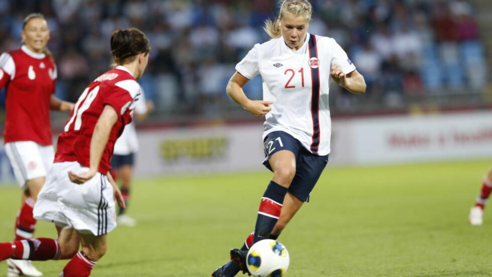 UTE: Ada Hegerberg og hennes Lyon ble onsdag slått ut av mesterligaen i fotball etter 0-1-tapet hjemme mot Paris Saint-Germain. Her i aksjon for Norge. Foto: Terje Bendiksby / NTB scanpix