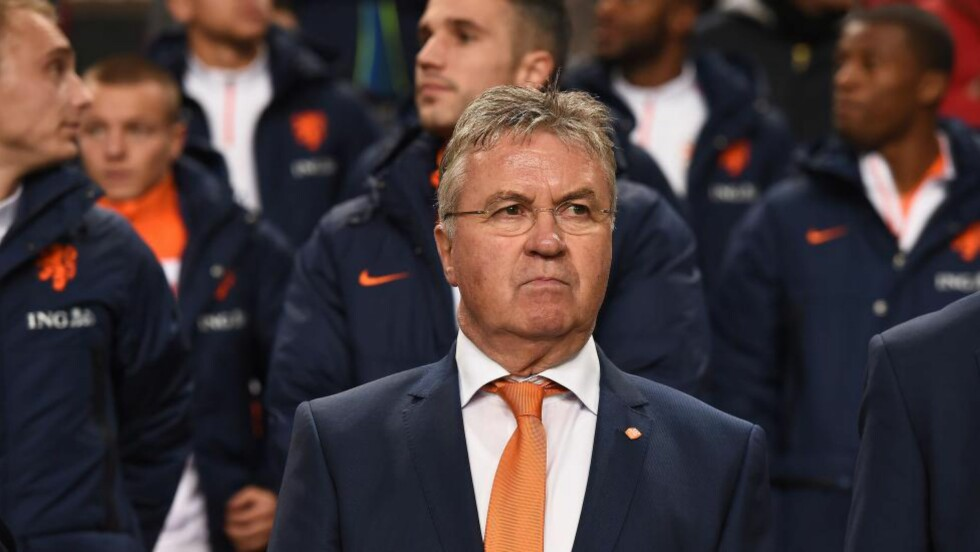 TØFF START: Guus Hiddink har langt fra fått noen drømmestart som landslagssjef for Nederland. Onsdag tapte laget for fjerde gang på fem kamper da Mexico ble for sterke og vant 3-2. Foto: AFP PHOTO/Emmanuel Dunand