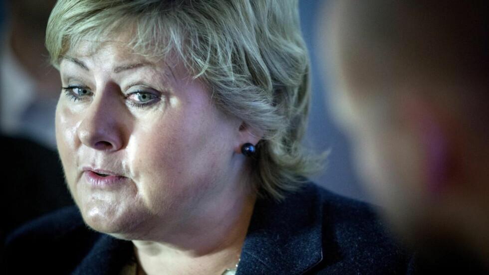 MER FORSKNING: Statsminister Erna Solberg (H) mener den forrige regjeringen ikke gjorde nok for å få mer forskningsbasert kunnskap om høyreekstremisme. Foto: Bjørn Langsem / DAGBLADET