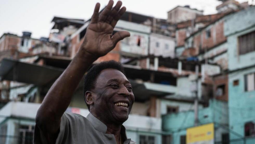 TIL SYKEHUS: Den 74 år gamle fotballegenden Pelé ble onsdag innlagt på sykehus med magesmerter. Foto: AFP PHOTO / YASUYOSHI CHIBA / NTB Scanpix