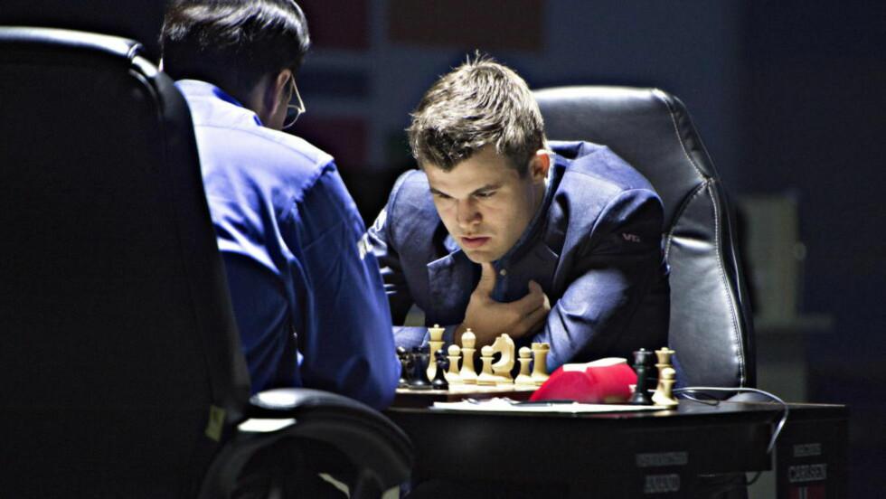 LETER ETTER ARVTAKERE: Her spiller Magnus Carlsen det fjerde VM-partiet i Sotsji. Hjemme i Norge startes letingen etter nye, unge og lovende spillere. Foto Hans Arne Vedlog / Dagbladet