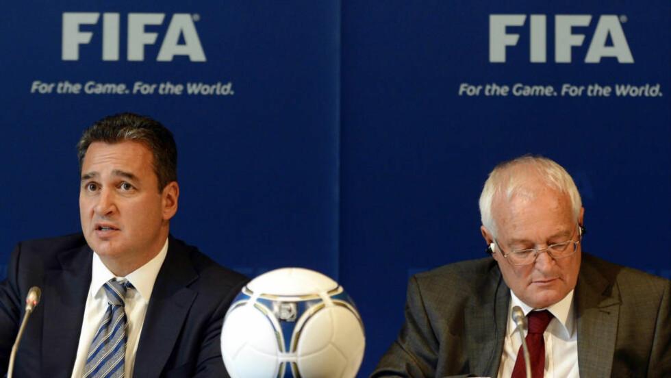 MOT FULL STRID: Michael Garcia (venstre) mener oppsummeringene og konklusjonene som i dag ble fremlagt av Fifa via lederen av etisk komité, Hans-Joachim Eckert, er fulle av feil og manglende opplysninger. Foto: SCANPIX/AP/Walter Bieri