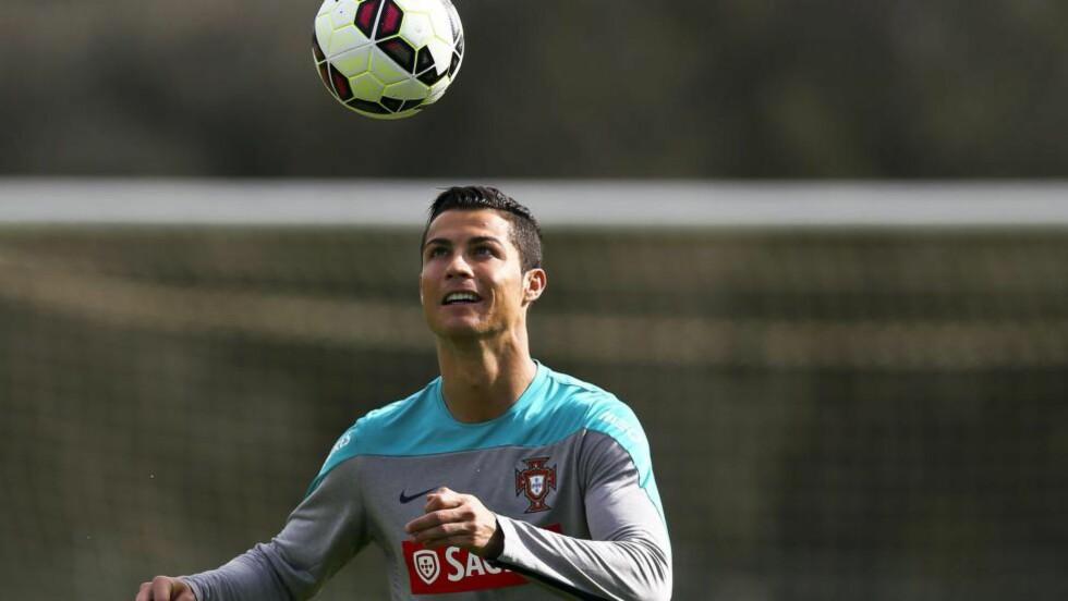TILBAKE: Tirsdag neste uke er Cristiano Ronaldo nok en gang på plass på Old Trafford. Denne gangen er det for Portugal mot Argentina. Foto: EPA / JOSE SENA GOULAO / NTB Scanpix