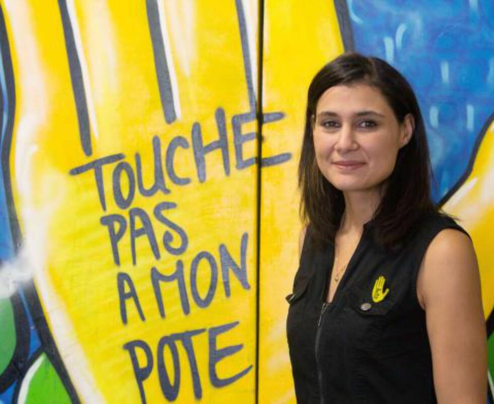 ORIGINALEN: Franske SOS Rasisme ble startet i 1984 og går for å være forgjengeren i den europeiske bevegelsen mot rasisme. De var de første til å ta i bruk den gule hånda som er symbolet for bevegelsen. Her er tidligere leder Cindy Leoni i 2012 i Paris. Foto: MARION BERARD/AFP