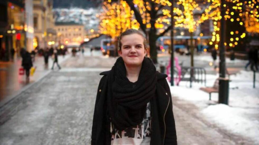 FREKVENT VINNER: Liv-Christine Hoem (19) gjør det igjen, denne gangen med det diktlærer Kristian Rishøi kaller «et praktfullt dikt, med flyt, spenning og skiftninger». Foto: Rune Folkedal, Drammens Tidende