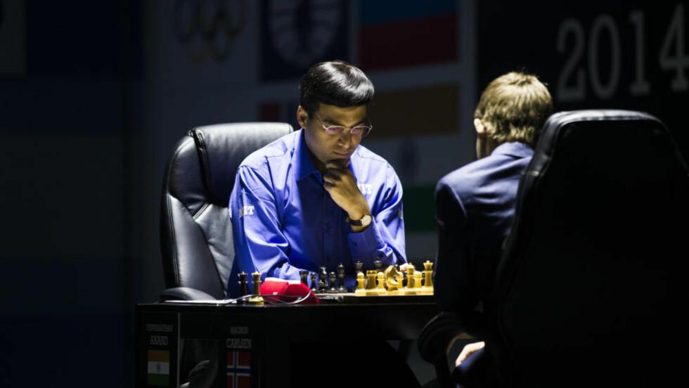 VISER IKKE ANAND:  I Norge følger nordmenn nøye med på hvert trekk mellom Vishy Anand og Magnus Carlsen. I Anands hjemland, India, vises ikke kampene på TV. Foto: Berit Roald / NTB scanpix