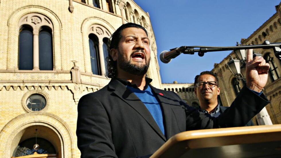 LEDER: Generalsekretær i Islamsk Råd Mehtab Afsar holdt apell foran Stortinget under sommerens demonstrasjon mot terrorgruppa ISIL og andre ekstreme organisasjoner. Foto: Jacques Hvistendahl / Dagbladet