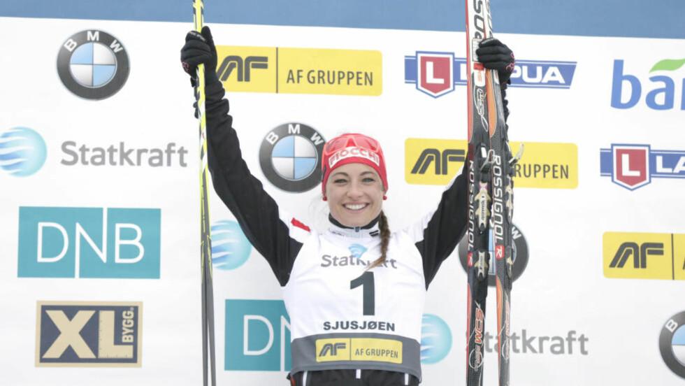 DOBBELTSEIER: Italienske Dorothea Wierer vant  sprinten i går og fellesstarten i dag. Begge foran Tiril Eckhoff. Foto: Vidar Ruud / NTB scanpix