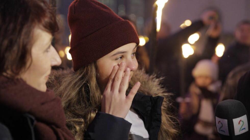 RØRT: Villemo Hatland (14) var rørt da hun så oppmøtet i Oslo sentrum. Foto: Jørn H. Moen