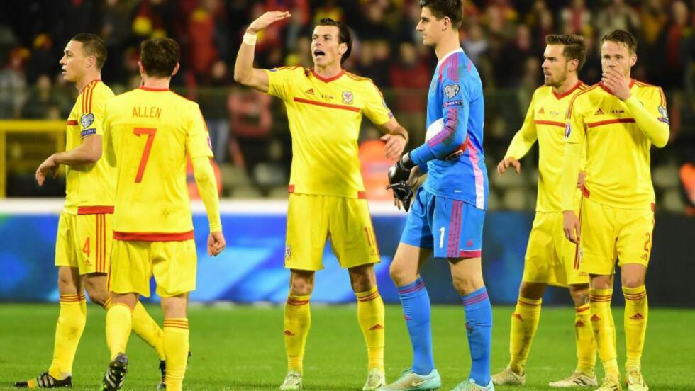 MÅLMANN: Seks minutter på overtid reddet Gareth Bale ballen på streken og sørget for at Wales fikk med seg 0-0 og ett poeng mot Belgia i EM-kvalifiseringen i fotball søndag kveld. Foto: AFP PHOTO/Emmanuel Dunand