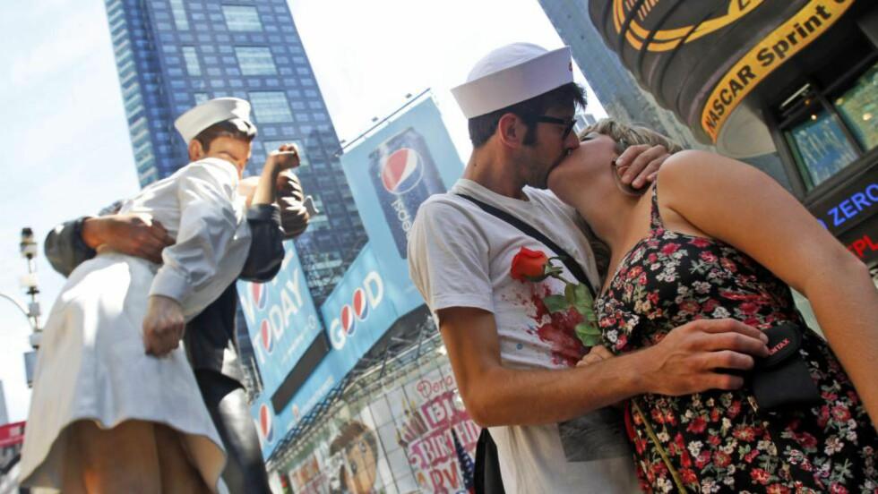 BAKTERIER: I et eksperiment der forsøkspersonene kysset i ti sekunder, ble 80 millioner bakterier gjennomsnittlig utvekslet på ett kyss. Foto: AP Photo/Mary Altaffer/NTB Scanpix