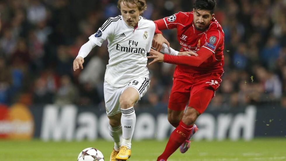 UTE I TRE UKER:  Luka Modric får ikke spilt fotball på tre uker. Foto: EPA/JAVIER LIZON