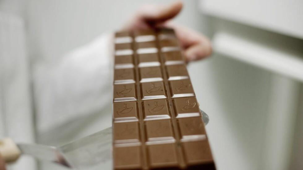 SØTT MED BISMAK: Verdens kakoforsyninger, som blant annet er nødvendig for å lage den folkekjære melkesjokoladen, skal ifølge spådommene stå i fare. Det bekymrer ikke norske sjokoladeprodusenter ennå.  FOTO: SVEINUNG U. YSTAD, Dagbladet