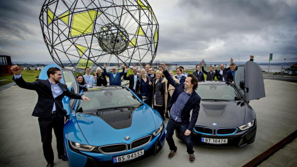 Folkets favorittbil 2015: Vinneren er kåret av Dagbladets lesere: BMW i8 er folkets favoritt. Vi treffer markedsdirektør Christian Gottschalk og en gjeng jublende BMW-ansatte.  Foto: Anita Arntzen / Dagbladet