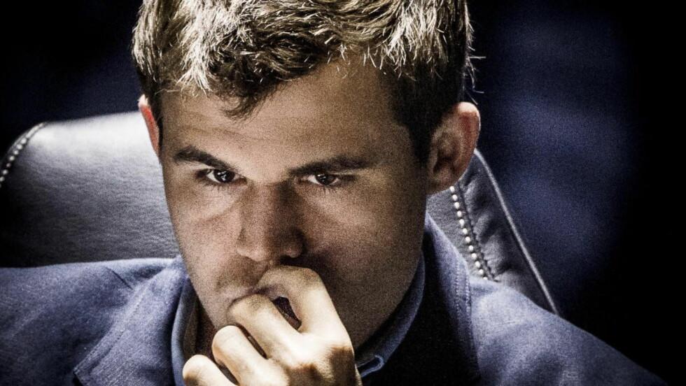 LANGT PARTI: Det sjuende partiet av VM-kampen mellom Magnus Carlsen og Vishy Anand ble av det lange slaget. Nesten seks og en halv time etter partiet startet, endte duellen med remis. Foto: Lars Eivind Bones / Dagbladet