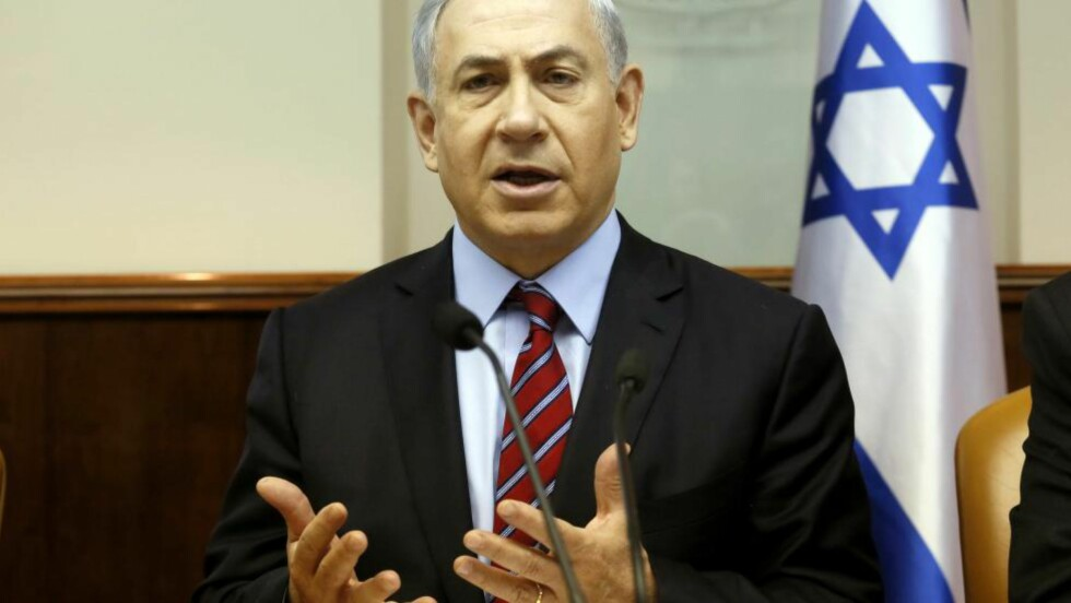 VARSLER HEVN: Israels statsminister Benjamin Netanyahu sier til nyhetsbyrået AP at Israel vil slå voldsomt tilbake etter angrepet mot en synagoge i Jerusalem i morges. Foto: AFP / NTB scanpix