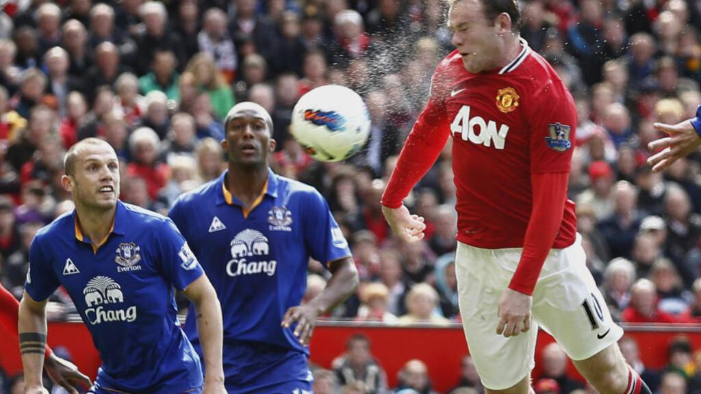 GAMLEKLUBBEN: Manchester Uniteds Wayne Rooney (t.v) er ønsket tilbake i den blå delen av Liverpool. Foto: AP / Jon Super / NTB SCANPIX