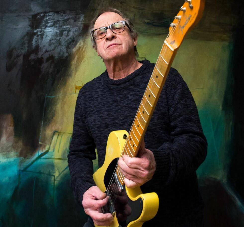 BLUESGITARMANN: En Fender Stratocaster og en Gibson Les Paul er Kåre Viruds hovedarbeidsredskaper. Fender forsterker inngår i oppsettet, og Virud eier også et par Telecastere. - Som en håndverker, du trenger ulike tenger til ulike oppgaver, sier han. Foto: Terje Mosnes.