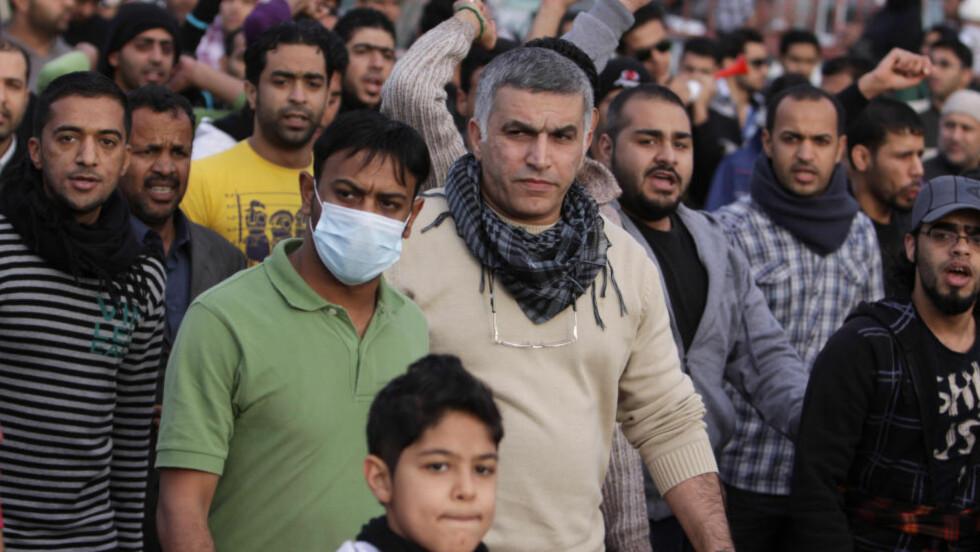 PROTESTERER I MANAMA  Nabeel Rajab (i midten) protesterer sammen med andre aktivister i utkanten av Bahrains hovedstad Manama 13. februar 2012, ganske nøyaktig ett år etter at protestene brøt ut i landet FOTO: NTB / SCANPIX.