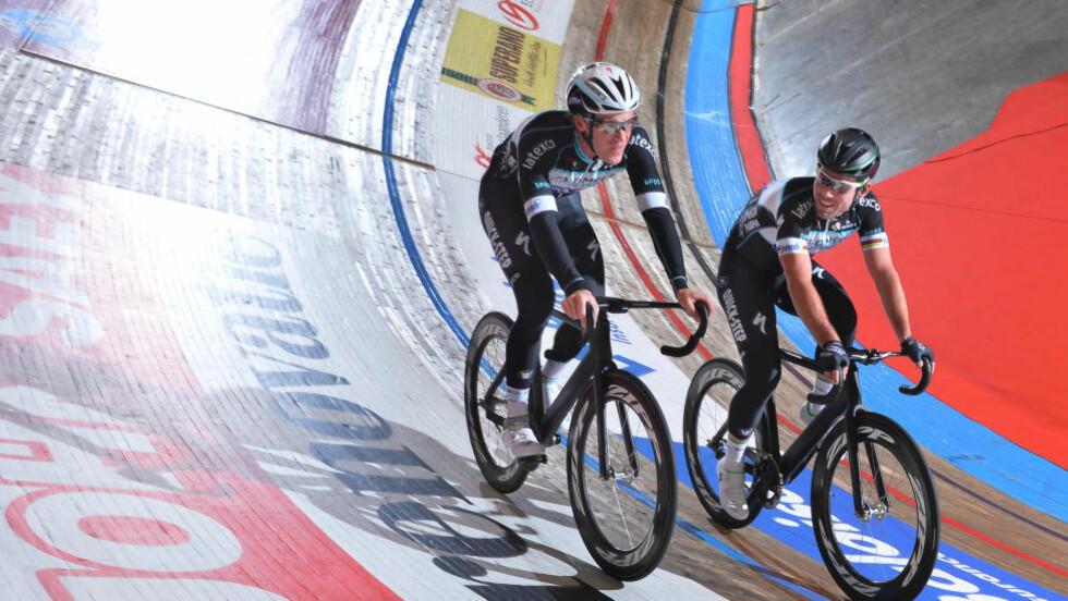 GÅR FOR SEIER: Mark Cavendish (til høyre) og Iljo Keisse starter tirsdag jakten på den prestisjetunge triumfen i seksdagersrittet på velodromen i Gent. Foto: Tim De Waele, TDWSport.com
