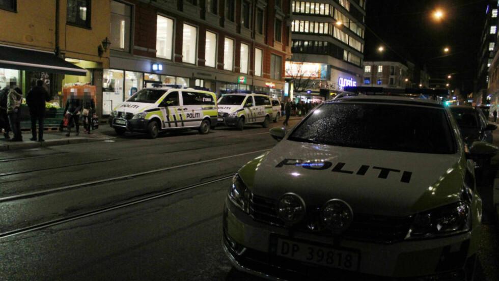 UTRYKNING: Politiet rykket ut med en rekke patruljer etter meldingen om knivstikkingen. Foto: Jarand Normann