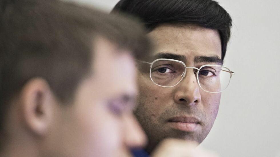 ER DET MULIG?:  Etter å ha slitt med å skape noe mot Magnus Carlsen må Vishy Anand snart begynne å tenke: Hvordan skal jeg bryte ham? Foto: Hans Arne Vedlog / Dagbladet