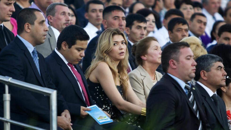 ENSOM OG UPOPULÆR:   Gulnara Karimova, datter av Usbekistans president, her avbildet under en markering for landets uavhengighetsdag i 2012, har som en blekksprut omfavnet det usbekiske næringslivet. I tillegg er hun blant annet popsanger og diplomat. Nå er hun kanskje også korrupt. FOTO: NTB SCANPIX